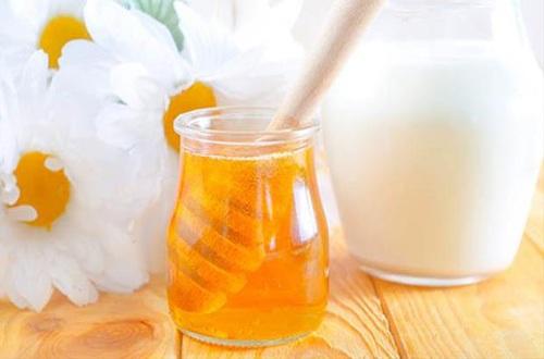 Bí quyết làm căng da mặt với mật ong tự nhiên