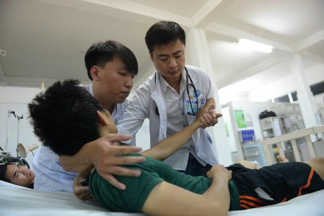 Không màng danh vọng, Bs.Trần Hoàng Minh về quê chữa bệnh cứu người