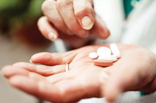 Nên thận trọng và đọc kỹ hướng dẫn sử dụng trước dùng thuốc