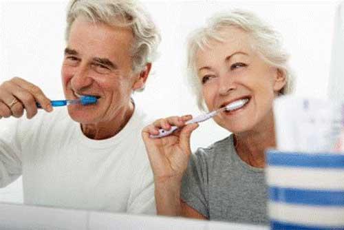 Cách chăm sóc để tránh bệnh răng miệng ở người cao tuổi