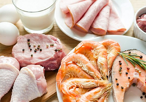 Người bệnh viêm đại trang nên ăn các thực phẩm giàu chất đạm như thịt nạc, cá , trứng, sữa đậu nành và sữa không đường