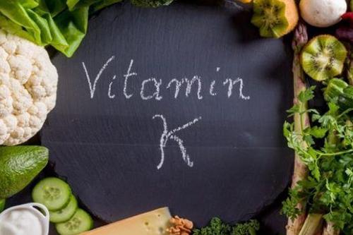 Vitamin K trong cơ thể giúp bạn cầm máu rất tốt