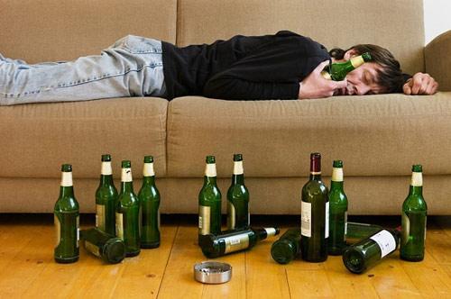 Cần xử trí nhanh chóng những trường hợp bị ngộ độc rượu