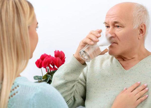 Lưu ý sử dụng thuốc ở người cao tuổi