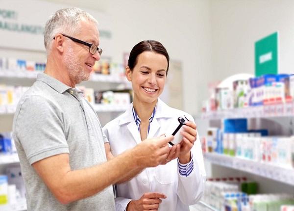 Người cao tuổi cần cẩn trọng khi dùng thuốc giảm đau