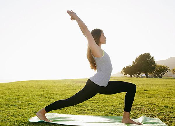 Yoga là một trong những biện pháp giúp giảm áp lực lên hệ thần kinh