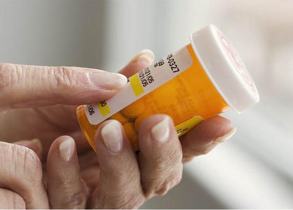 Bố mẹ có nên tự kê đơn cho con khi bị bệnh không?