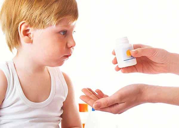 Những nguy hại từ việc Bố mẹ tự trở thành Dược sĩ